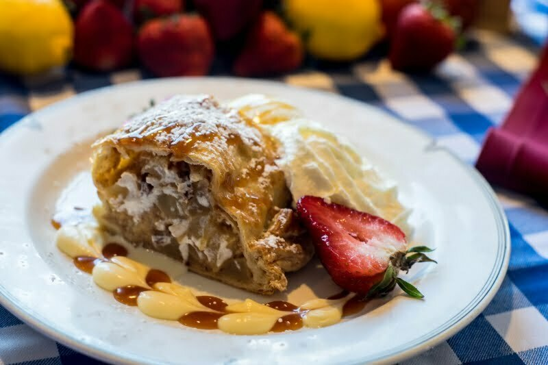 Food Apple Strudel